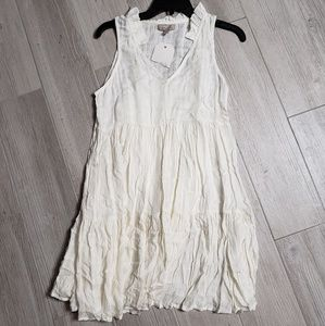 Wonderly off  white dress sleeveless frilly